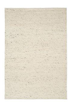 Håndvævet tæppe i 100% uld. Klassisk, nordisk design med rustik struktur. Et varmt og blødt tæppe som giver en hyggelig atmosfære. Vaskeinstruktion: Kemisk rens.