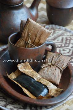 Kue Lompong ..Kue Tradisional Unik Berbungkus Daun Pisang Kering ( Klaras )