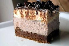 Tort cu mouse de ciocolata alba si mure Romanian Food, Romanian Recipes, Mousse Cake, Something Sweet, Fun Desserts, White Chocolate, Vanilla Cake, Tiramisu, Cake Recipes