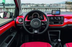 Volkswagen Cross Up unveiled on http://www.carsvw.com