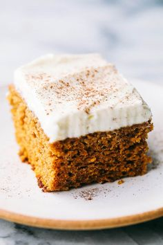 Incredible Pumpkin Cake with Cream Cheese Whipping Cream Frosting his Pumpkin Cake is the most amazing pumpkin cake you will ever make! Perfectly spiced and moist and topped with the most epic cream cheese whipping cream frosting! Thanksgiving Desserts Easy, Fall Desserts, Just Desserts, Delicious Desserts, Dessert Recipes, Keto Desserts, Pumpkin Cake Recipes, Pumpkin Dessert, Pumkin Cake