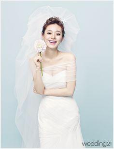 [웨딩드레스] 엘리자베스, 여름 신부 배우 이영은의 로맨틱 파노라마 < 웨딩뉴스 < 웨딩검색 웨프