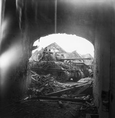 Sherman Firefly tank seen through an archway in the ruined town of Uedem, during the advance to the Rhine, 1 March Probably a Firefly from the Armoured Division Sherman Firefly, Sherman Tank, Tank Destroyer, Ww2 Photos, History Online, Ardennes, Ww2 Tanks, Military History, Ww2 History