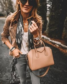 Since Indy is giving us gloomy days I decided to rock my favorite suede jacket for the transitioning weather 🙄 hehe… Classy Outfits, Chic Outfits, Trendy Outfits, Autumn Fashion, Women's Fashion, Blogger Tips, Blogger Style, Diaries, Brown Tops