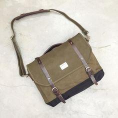 5debd4c803 Canvas Messenger Bag