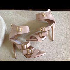 Host pick! Steve Madden Heels Hot! Sexy! Gold back zipper. Steve Madden Shoes
