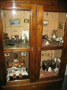 Display cabinet becomes dollhouse