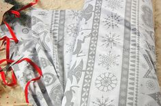 Tkanina bawełniana szary wzór świąteczny na bieli fabric grey christmas pattern Christmas Fabric, Fabrics, Quilts, Blanket, Etsy, Tejidos, Quilt Sets, Blankets, Log Cabin Quilts