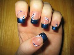 Dark blue and white... great contrast! - Nail Art