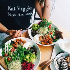 I'm thankful for delicious food we can share together at @sadhanakitchen new store at Bondi (we both got the Bondi bowl and cocowhips) and the vegan movement and how passionate we are about it and how delicious vegan food can be. And how easy and fun it is to spread the message thanks to amazing shirts (my favourite shirts of all time) by @inthesoulshine  ideal way to spend a day off if you ask me! Couldn't imagine better. (at Sadhana Kitchen bondi)