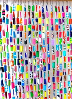 fly curtain of paper clips and plastic bag Plastic Bag Crafts, Recycled Plastic Bags, Fused Plastic, Recycled Jewelry, Recycled Art, Diy And Crafts, Arts And Crafts, Beaded Curtains, Hand Art