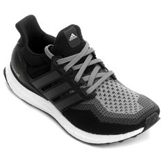 O Tênis Adidas Ultra Boost Preto e Chumbo oferece muito mais conforto e suporte para a sua performance. Ele traz aplicado em todo o solado a tecnologia Boost, para melhor retorno de energia e amortecimento. | Netshoes