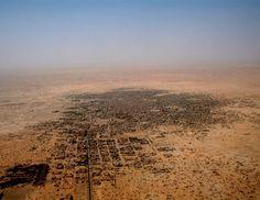 Tombouctou, Mali#L'un des endroits mythiques de la planète qui a fait fantasmer bien des routards. Cette ville, 36 000 habitants, « cité des 333 Saints » inscrite au Patrimoine mondial de l'Unesco, a été désignée « capitale de la culture islamique » pour l'Afrique en 2006.#http://urlz.fr/3qfL#desertmonster.wordpress.com