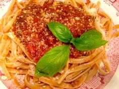 "Here are a few helpful tips when cooking bolognese that will make this a ""truly tasty Italian meal"" This is slow food. Easy Chicken Recipes, Easy Recipes, Beef Recipes, Baking Recipes, Dinner Recipes, Fettuccine Pasta, Greek Lemon Chicken, Berry Compote, Bolognese Sauce"
