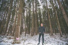 Winter senior session, guy senior pics, senior pics in the woods, Unique senior pose, posing highschool seniors, senior pictures, senior pic ideas, kenosha senior photographer, senior pics in kenosha
