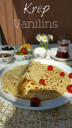 Bugünün kahvaltı konuğu,krep:))  Okullar açıldığından beri,sabahları çocukların sevdiği şeyleri yapmaya özen gösteriyorum;çünkü başk...