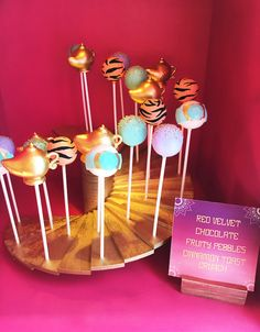 "Kara's Party Ideas ""A Whole New World"" Aladdin Birthday Party Aladdin Birthday Party, 25th Birthday Cakes, Aladdin Party, 6th Birthday Parties, 4th Birthday, Princess Jasmine Cake, Princess Cake Pops, Disney Princess Party, Baby Shower Princess"