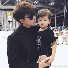 Angelo and son mike d. Father And Baby, Daddy And Son, Ulzzang Kids, Ulzzang Couple, Korean Babies, Asian Babies, Cute Kids, Cute Babies, Baby Kids