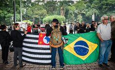 São Paulo - Brasil - Familiares de policiais mortos protestam na Avenida Paulista. O Governo de São Paulo ainda não conseguiu conter os atentados a policiais que estão acontecendo na Capital desde meados de outubro/2012. (Jornal FSP).