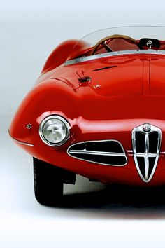Alfa Romeo ...You little beauty!! I love Cool cars http://hectorbustillos.weebly.com/
