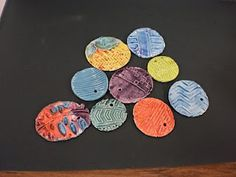 Easy clay texture medallions project for kindergarten or first grade.
