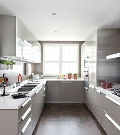 cuisine moderne U petite cuisine grise élégante pratique