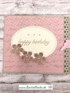 """www.bastelflocke.de - Da ich doch immer gerne mal eine andere Kartenart basteln möchte, ist mir im WWW so eine """"Bindekarte"""" ins Auge gestochen #bastelflocke #stampinup #stampinupdemonstrator #landshut #kumhausen #demo #karte #saharasand #designerpapier #vanillepur #myfavoritethings #happybirthday #geburtstag #birthdayblossoms #blüten #kleineblüte #petitepetals #blume #halbperle #bordürenstanze #fiskars"""