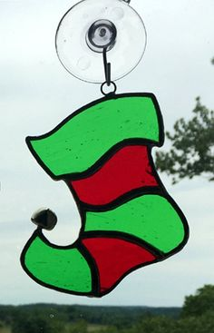 Sea Glass art Clothes Line - - Wine Glass art Christmas - Shattered Glass art Artworks Stained Glass Ornaments, Stained Glass Birds, Stained Glass Christmas, Stained Glass Suncatchers, Faux Stained Glass, Stained Glass Panels, Stained Glass Projects, Stained Glass Patterns Free, Stained Glass Designs