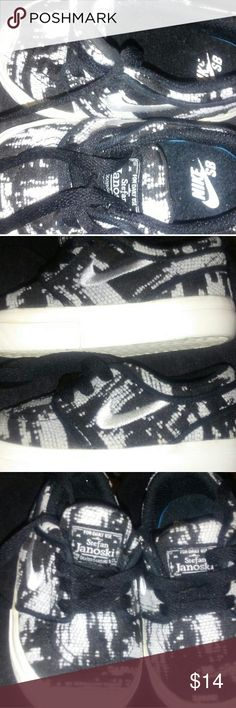 Nike shoe I'm selling a pair of size 4 nike shoe. Was worn 3 times when he was about 9 months Shoes Sneakers
