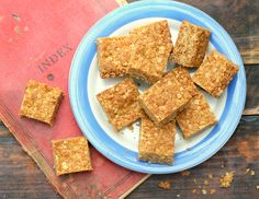My grandmothers recipe for traditional South African oat crunchies Crunchie Recipes, Kos, South African Recipes, Pound Cake Recipes, Oatmeal Recipes, Best Dishes, Different Recipes, Dessert Bars, Tray Bakes