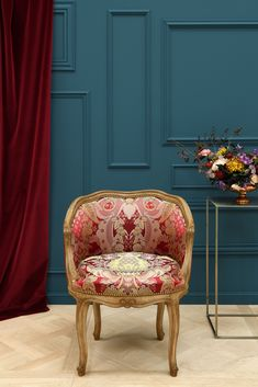 We want you to discover the partners with whom we like to work, such as Tassinari & Chatel fabrics: this flagship house of the Lyon silk industry has been supplying the European courts since It is now the property of lelievre paris. Sofa Bench, Sofa Chair, Tub Chair, Armchair, Louis Xiv, Chaise Louis Xvi, Store Bateau, Flamboyant, Palette