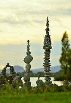 Stone Art Blog - miniature stone balancing - wonderful!
