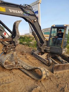 Gta Equipment Rentals keeping equipment new and well maintained. #oakville #constructionequipment #construction Gta, Volvo, Concrete, Construction, Landscape, Building, Scenery, Corner Landscaping