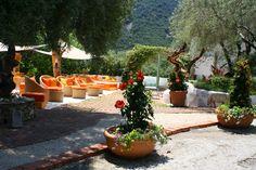 Su Gologone ©oovatu Cagliari, Patio, Table Decorations, Outdoor Decor, Plants, Home Decor, Homemade Home Decor, Yard, Terrace