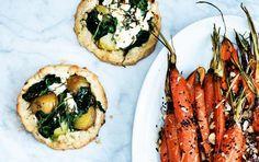 Spinat-galette & nye gulerødder med knas