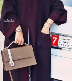 Beautiful color! Gorgeous handbag.