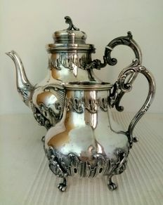 Catawiki pagina online de subastas Victor Saglier - Tetera y jarra de leche Silver Cutlery, Silver Plate, Decorative Objects, Decorative Bells, Silver Centerpiece, Rococo Style, Coffee Set, French Art, Pewter