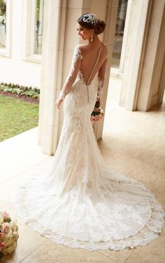 Elegante trouwjurk van kant met lange kanten mouw & sleep
