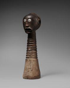A SONGYE HEAD Democratic Republic of the Congo, Auktion 1045 Afrikanische und Ozeanische Kunst, Lot 162