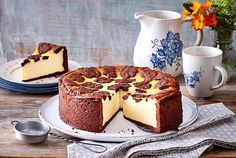 Russian plucked cake - the best recipe - Russian plucked cake, like cheesecake, consists of a curd cheese mass. The base and the typical dou - Cheesecake Factory Recipes, Chocolate Cheesecake Recipes, Big Cakes, Food Cakes, Cupcake Recipes, Dessert Recipes, Dinner Recipes, German Cake, Sour Cocktail