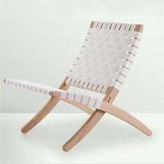 Designed by Morten Gottler for PJ Furniture of Denmark. The Cuba chair is a lightweight flexible folding chair that fits well in the modern living. Wayfair Living Room Chairs, Living Room Furniture, Folding Lounge Chair, Meditation Chair, Scandinavia Design, Danish Design Store, Leather Recliner Chair, Office Chair Without Wheels, Cool Chairs