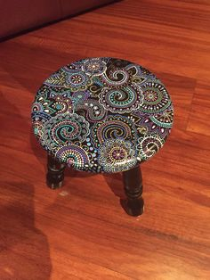This Pin was discovered by Luz Dot Art Painting, Mandala Painting, Stencil Painting, Painting On Wood, Hand Painted Furniture, Refurbished Furniture, Paint Furniture, Painted Stools, Deco Paint