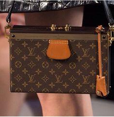 New @ Paris Fashion Week winter - Louis Vuitton Cinto Louis Vuitton, Louis Vuitton Belt, Louis Vuitton Handbags, Louis Vuitton Monogram, Louis Vuitton Damier, Vuitton Bag, Paris Fashion Week, Fashion Weeks, Women's Fashion
