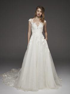 Princess wedding dress with thread-embroidered flowers HAYA | Pronovias