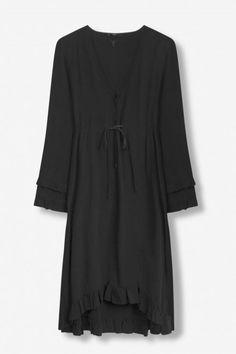 Sort legging spansk viskose kjole med volanger Alix the Label - Label, Environment