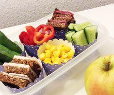 Nem madpakke til små børn | Sunde Madpakker | Bloglovin' Lunch To Go, Bento Box, Kids Meals, Cobb Salad, Acai Bowl, Tapas, Brunch, Beef, Healthy Recipes
