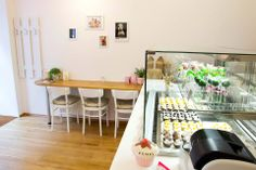 Easy-going Bakery: Vegane, lactose- und glutenfreie Leckereien! We LOVE it! Places To Eat, Easy, Bakery, Table Decorations, Furniture, Vienna, Home Decor, Food, Recipes