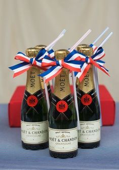 French Themed Parties, Black Wedding Cakes, Bastille Day, Rustic Wedding Inspiration, Paris Party, Moet Chandon, Le Diner, Champagne Bottles, Wedding Table Settings