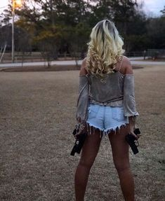 The 3 Hottest things in the world are, Gals, guns, & bows! Girls Rules, N Girls, Girls Night, Hunting Girls, Military Women, Military Army, Female Soldier, Big Guns, Country Girls