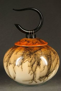Raku Pottery by Ron Aubuchon Amazing glaze! I've never seen such a polished finish on a raku fired vessel. Raku Pottery, Pottery Art, Glass Ceramic, Ceramic Clay, Kintsugi, Earthenware, Stoneware, Vases, Sculptures Céramiques